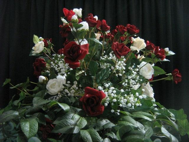 rose-spray_floral-tribute